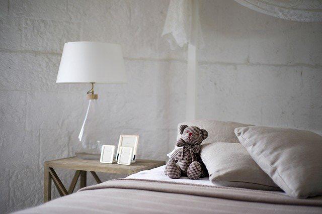 Teddy-mit-kopfkissen